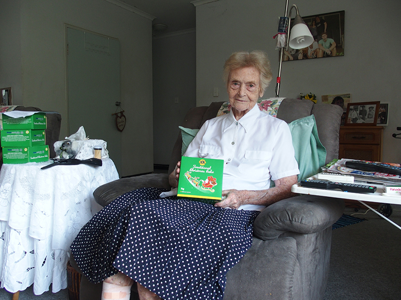 Kit (Kathleen) Holtham aged 88 years received her Lions Christmas cake